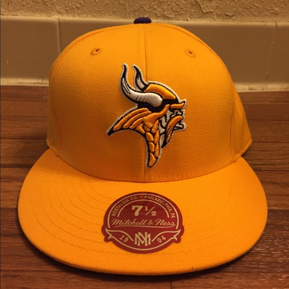 outlet store 9aa3d 8ac00 Mitchell & Ness NFL Minnesota Vikings Fitted Hat NWT